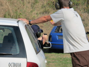 Střelbu z vozidla na vozidlo si běžně policisté vyzkouší jen málokdy